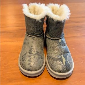 Authentic Ugg single bailey bow boots gray